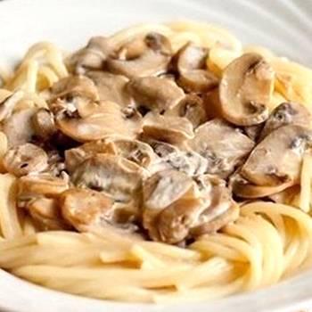 Паста с грибами — жареными шаминьонами и луком - рецепты джуренко