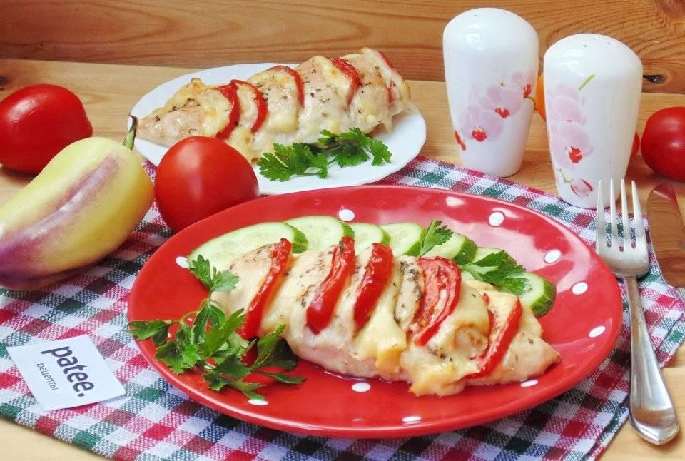 Куриная грудка с томатами под сыром в духовке