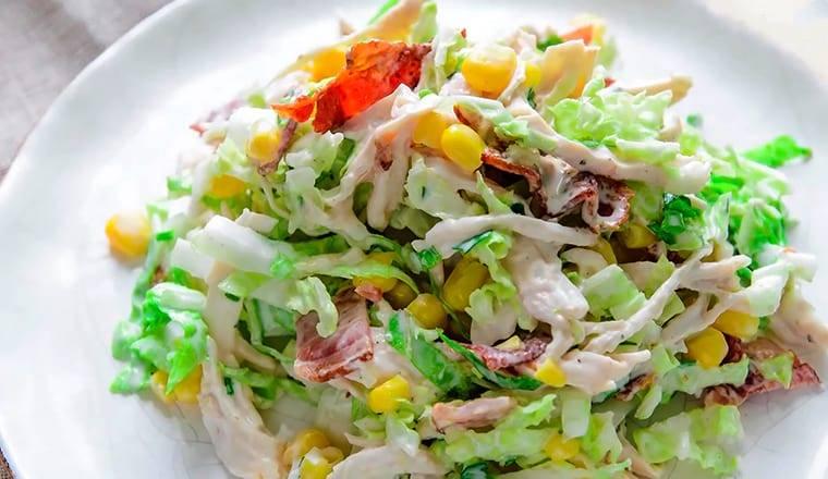 Салат с пекинской капустой, курицей и фетой