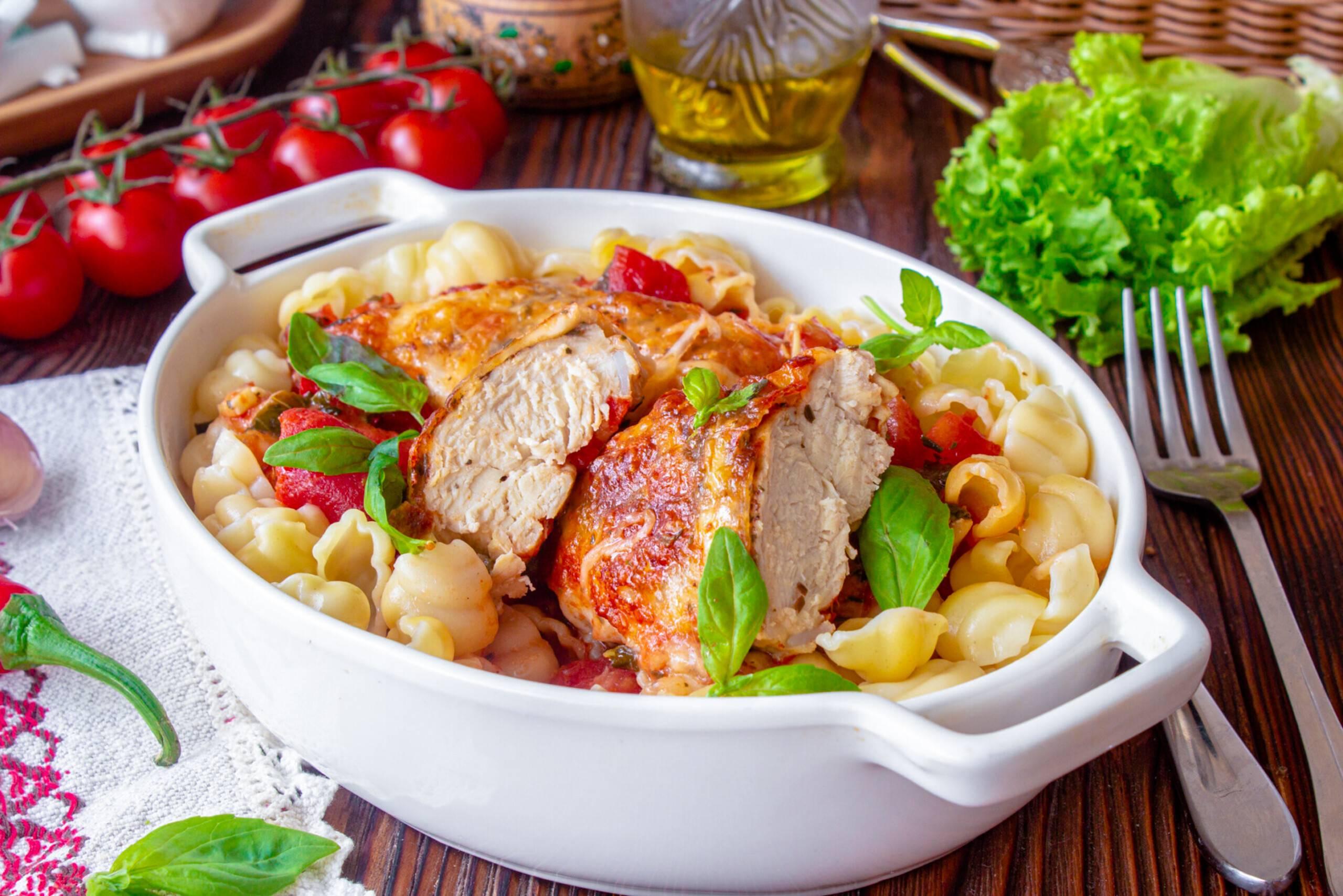 Готовим по-итальянски — 4 рецепта салатов с моцареллой