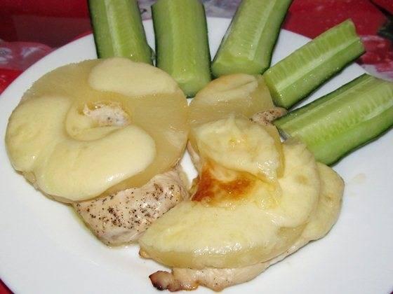 Пикантная куриная грудка с ананасами