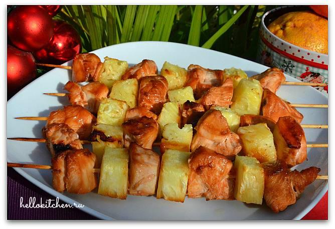 Шикарная куриная грудка с ананасами — запечём её в духовке, и успех обеспечен!