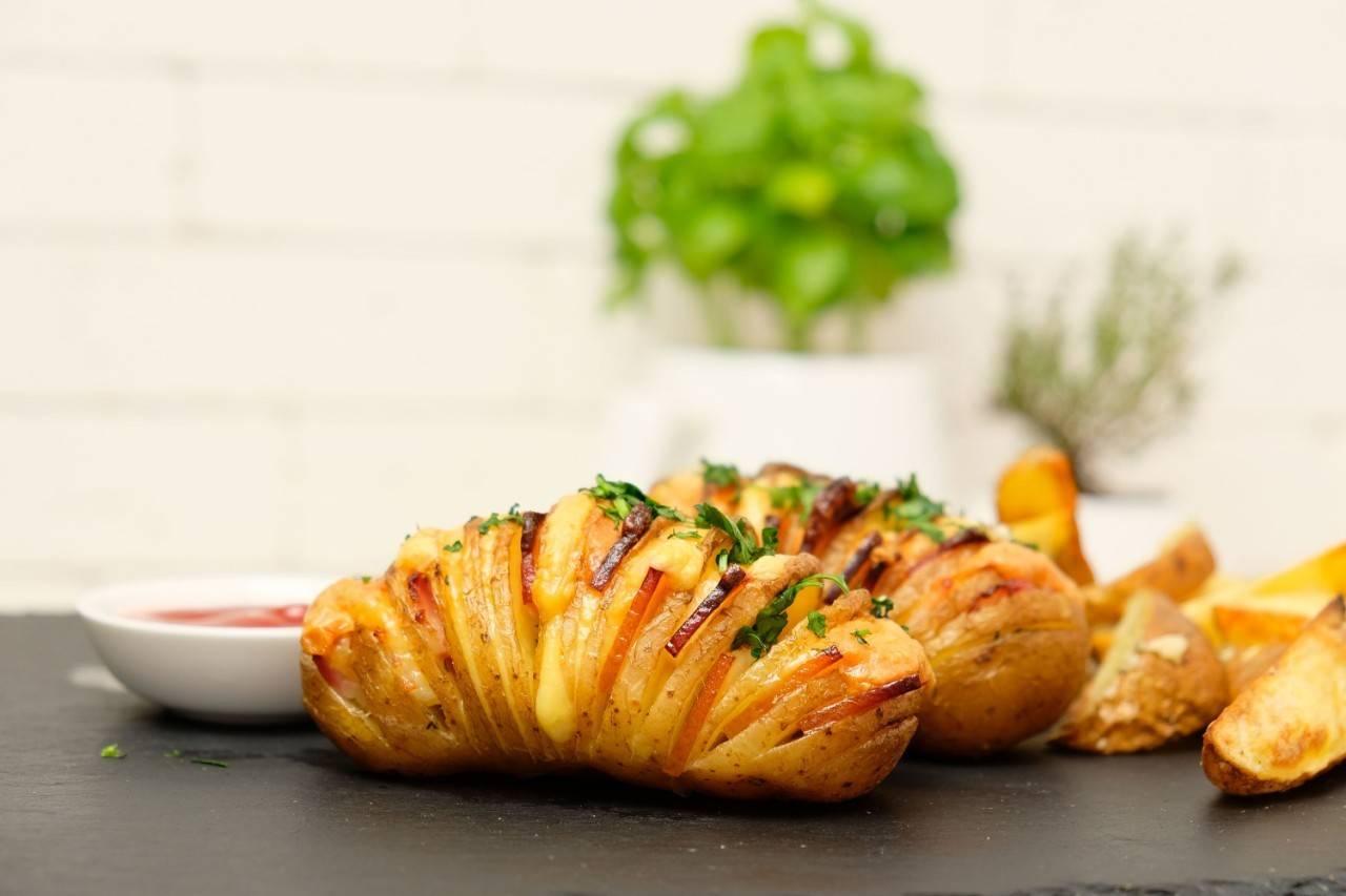Картофель с беконом - как приготовить запеченный в духовке по пошаговым рецептам с фото