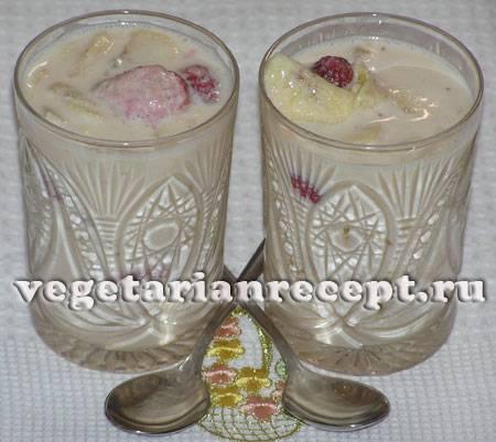 Десерт из клубники и ряженки