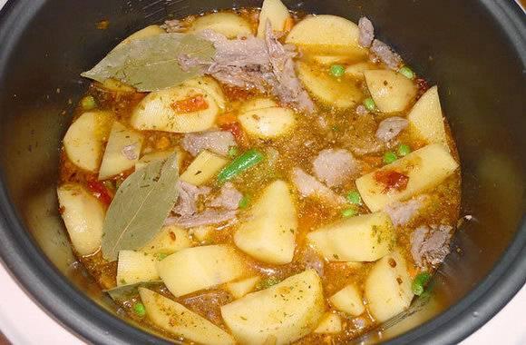 Пошаговый рецепт приготовления тушеной картошки с грибами