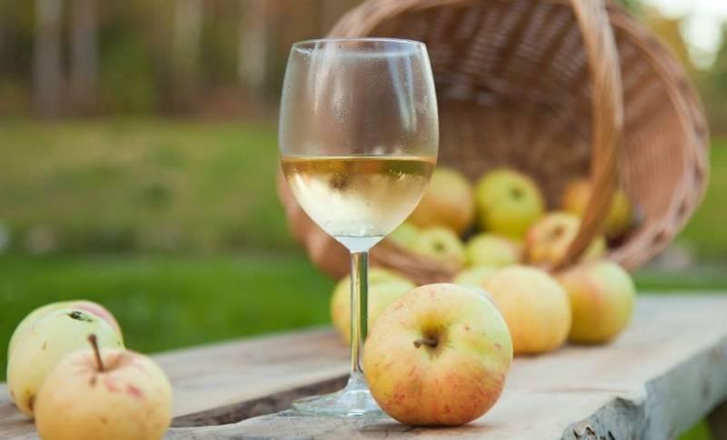 Делаем домашний яблочный сок из натуральных ингредиентов