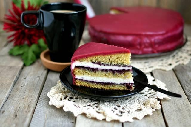 Бисквит с шоколадом и брусникой