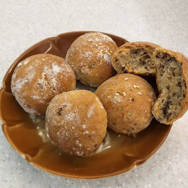 Ржаные булочки с семенами льна