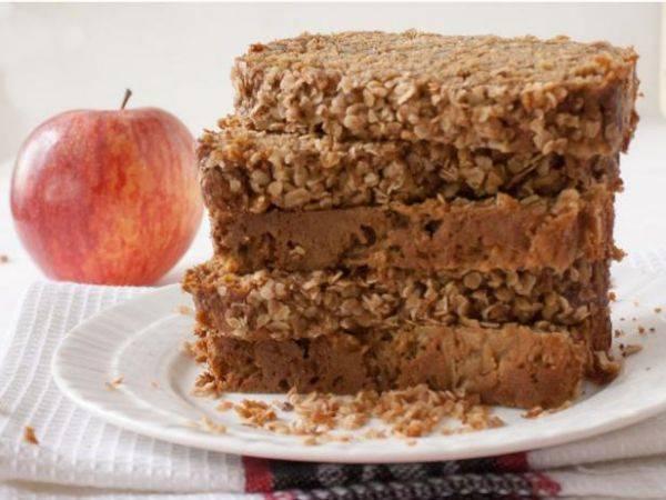 Домашний овсяный хлеб с яблоками и орехами