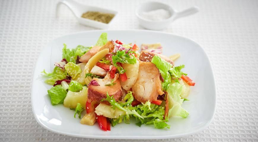 Салат с копченой курицей
