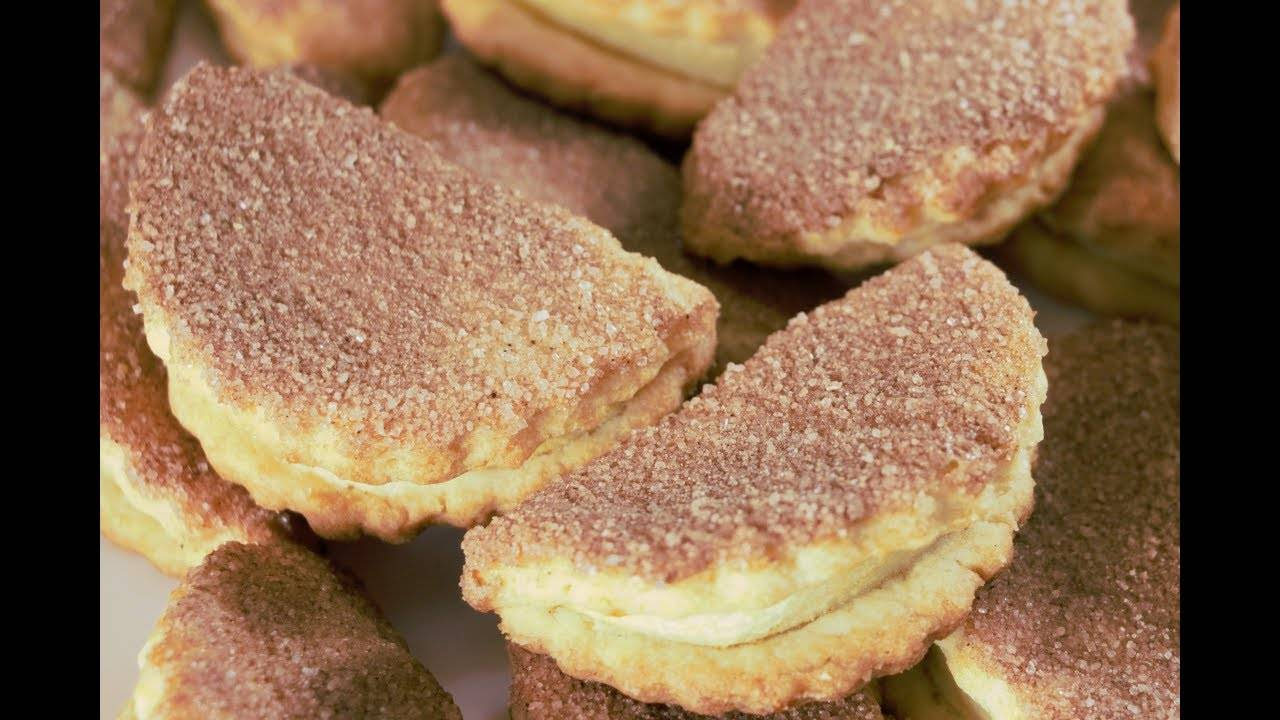 Бисквитное печенье с яблоком и кунжутом