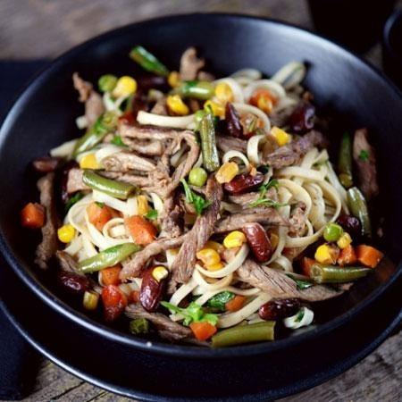 Лапша удон с курицей и овощами — очень простое и вкусное блюдо азиатской кухни