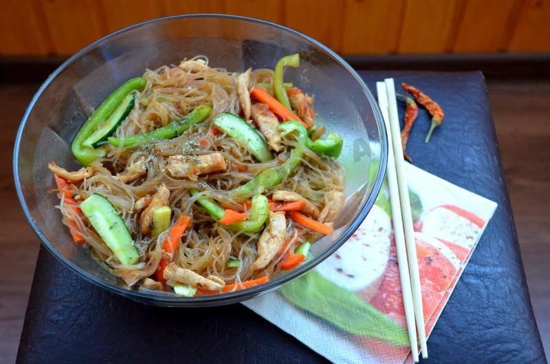 Салат с фунчозой - 10 домашних вкусных рецептов приготовления