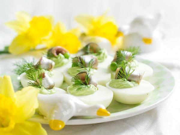 Яйца, фаршированные тунцом - 6 пошаговых фото в рецепте