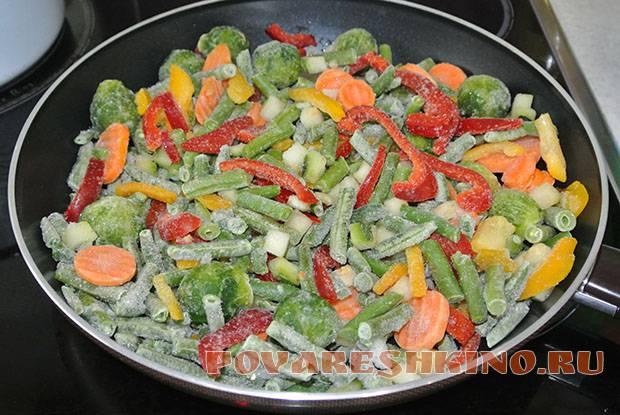 Сочный ароматный рис с овощами на сковороде