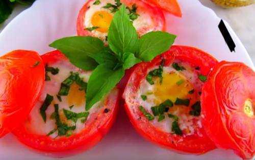 Эти запечённые яйца с помидорами и шпинатом просто божественны