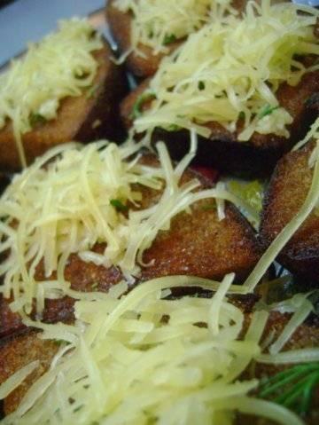 Запеченный сыр с хлебом