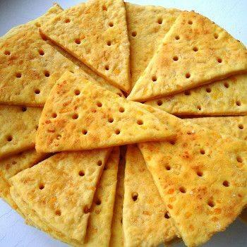 Сырные крекеры с чесноком