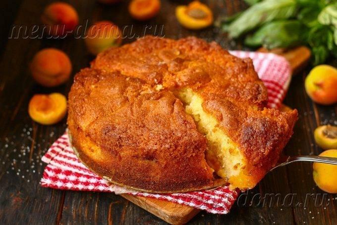 Кекс с творогом и консервированными абрикосами