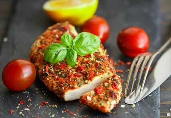 Куриная грудка, запеченная в духовке – 10 вкусных, сочных рецептов