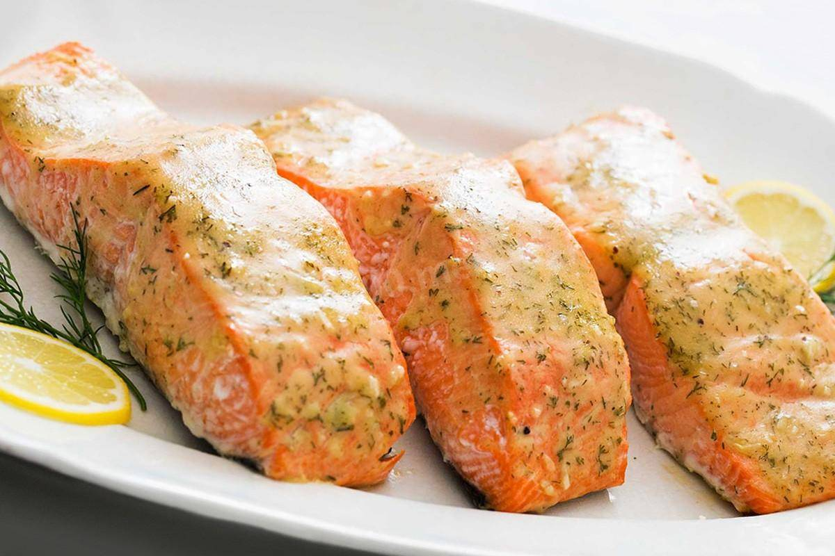 Как вкусно запечь лосось в фольге