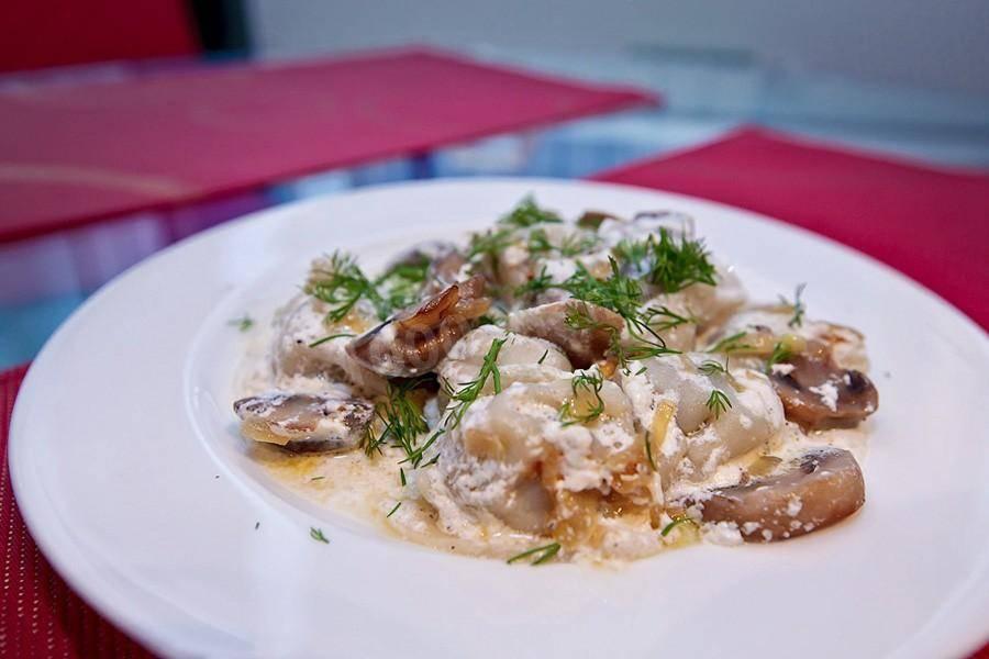 Кулинария мастер-класс рецепт кулинарный пельмени под сливочно-грибным соусом продукты пищевые