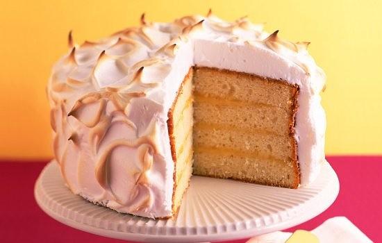 Бисквитный торт с фруктами и сметанным кремом
