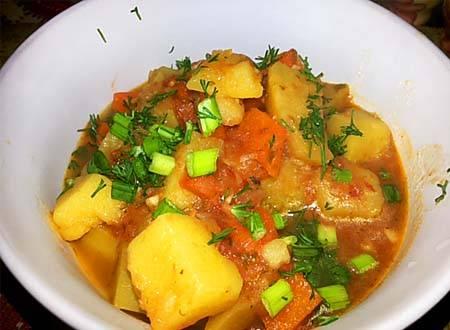 Тушеная картошка с курицей – 3 вкусных домашних рецепта