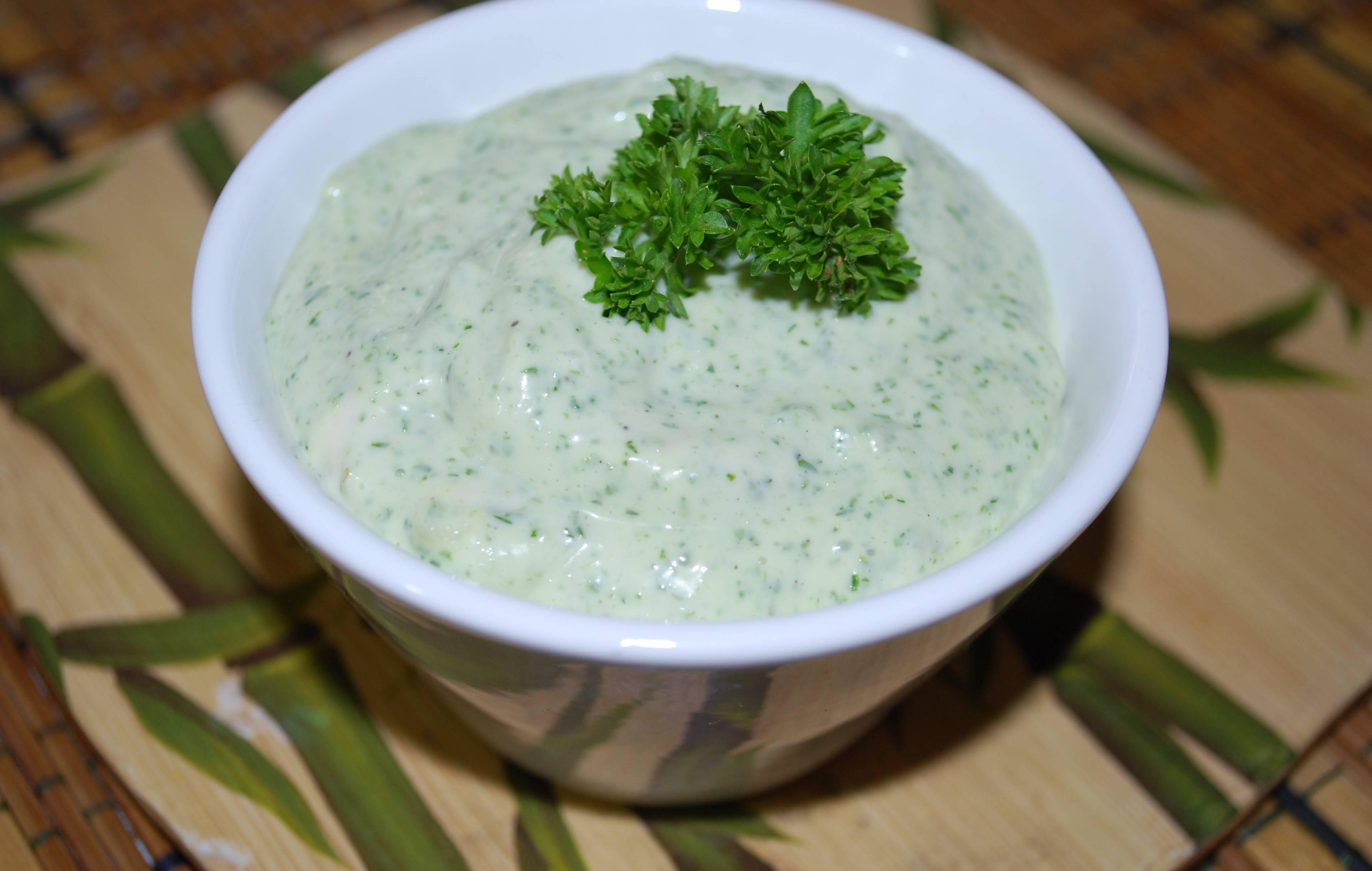 Йогуртовый соус с кинзой (для салатов): рецепт с фото пошагово