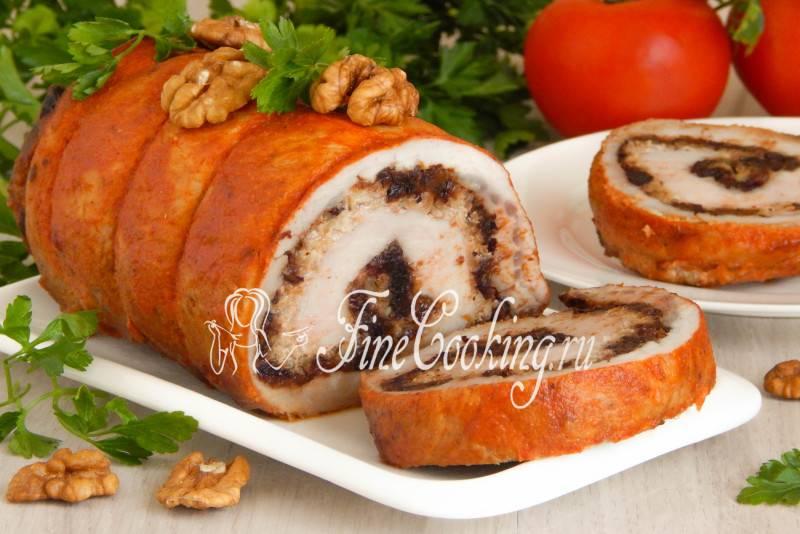 Рулет из свинины с черносливом и орехами