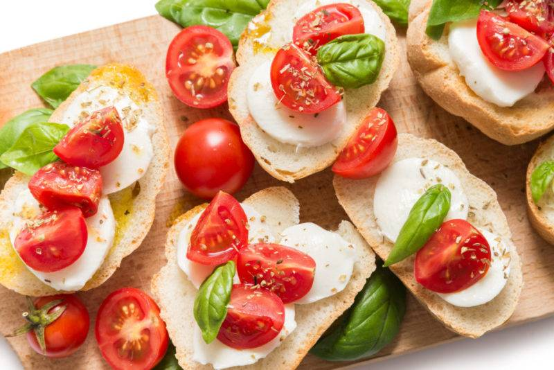 Брускетта с помидорами – 20 рецептов