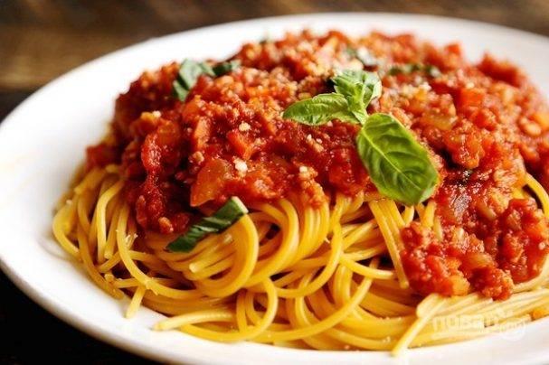 Спагетти с соусом из томатной пасты