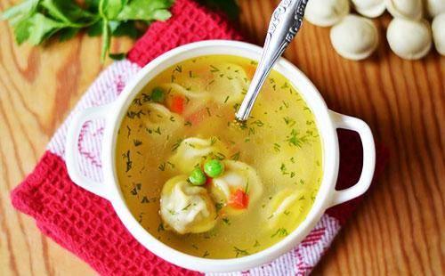 Сытный суп с пельменями