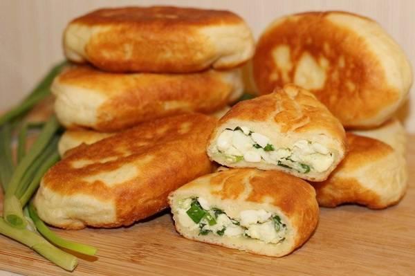 Пошаговый рецепт приготовления жаренных пирожков с яйцом и зеленым луком