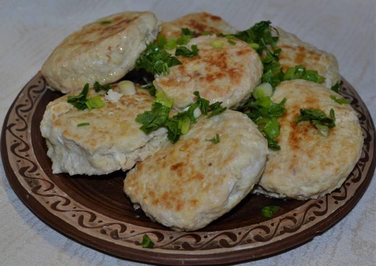 Рецепт приготовления сочных куриных котлет с сыром