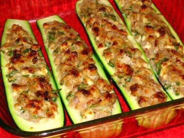 Лодочки из кабачков в духовке с курицей, с грибами, с овощной начинкой
