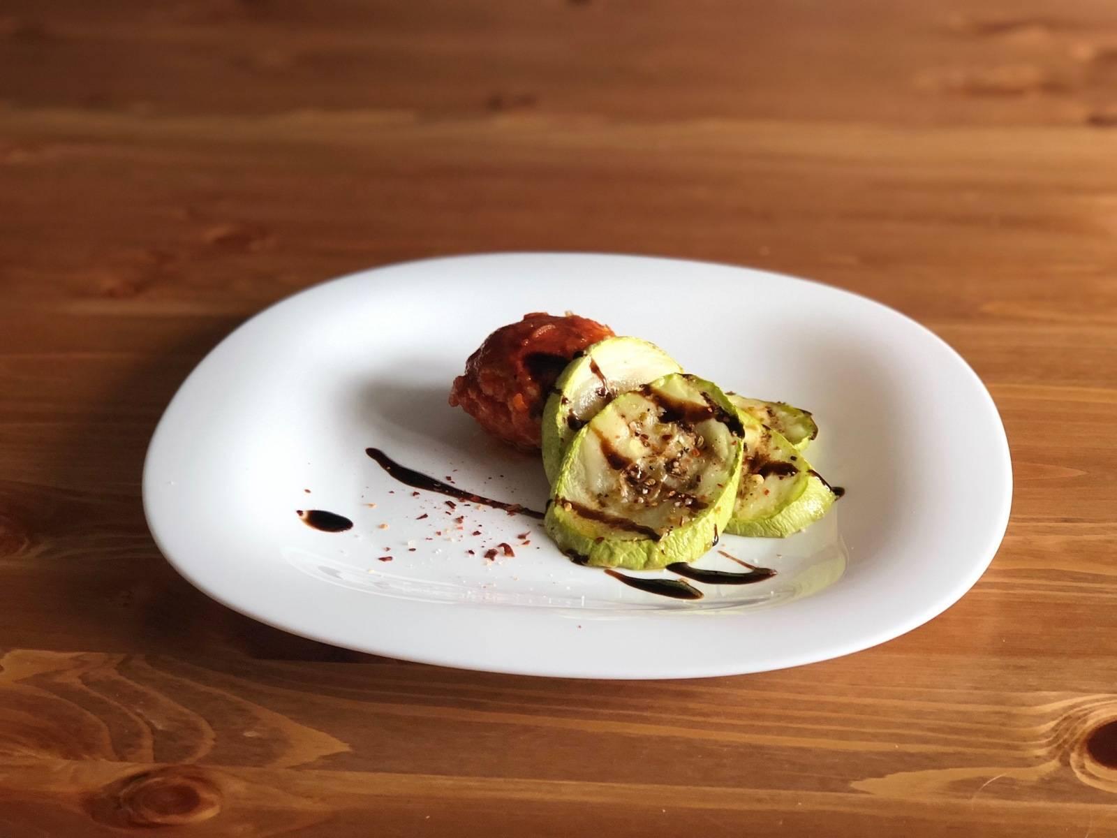 Кабачки фаршированные мясом, запеченные в духовке - пошаговый рецепт с фото