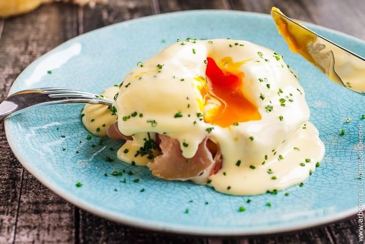 Яйца бенедикт: из чего состоит любимое всеми блюдо для завтрака - афиша daily