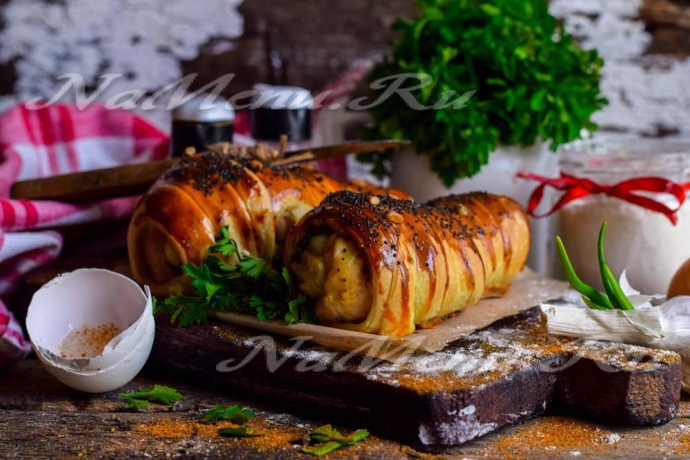 Картошка с охотничьими колбасками в горшочках
