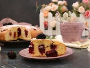 Домашний пирог с ежевикой