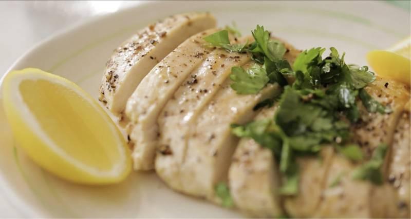 Куриные грудки в панировке на сковороде