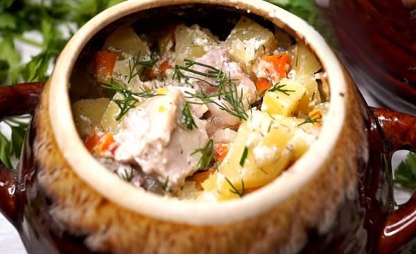 Как приготовить в горшочках картошку с мясом и капустой