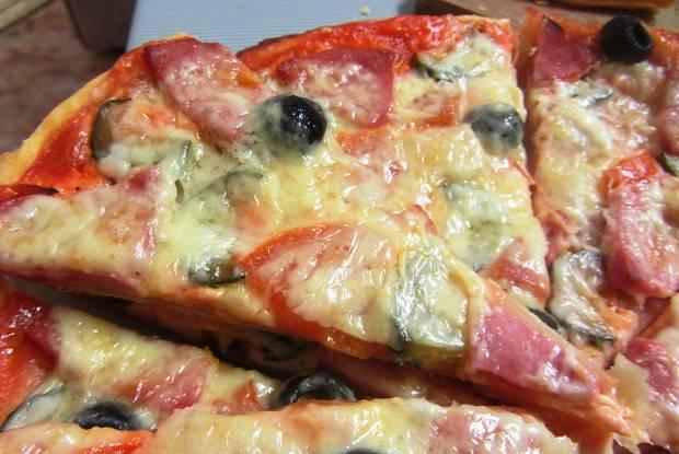 Пицца с колбасой — 7 рецептов с разными начинками в домашних условиях