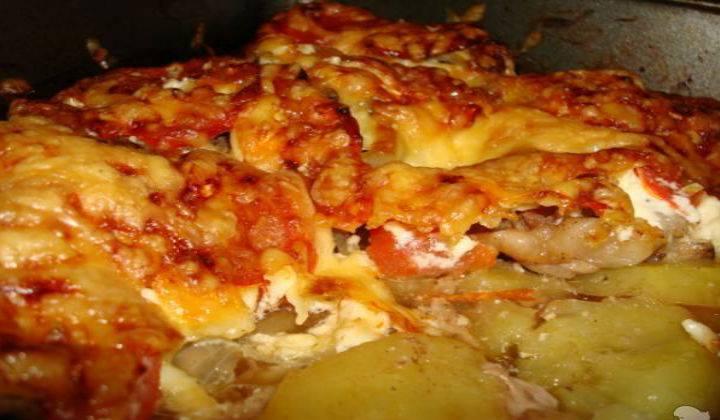 Куриное филе с сыром и помидорами в духовке
