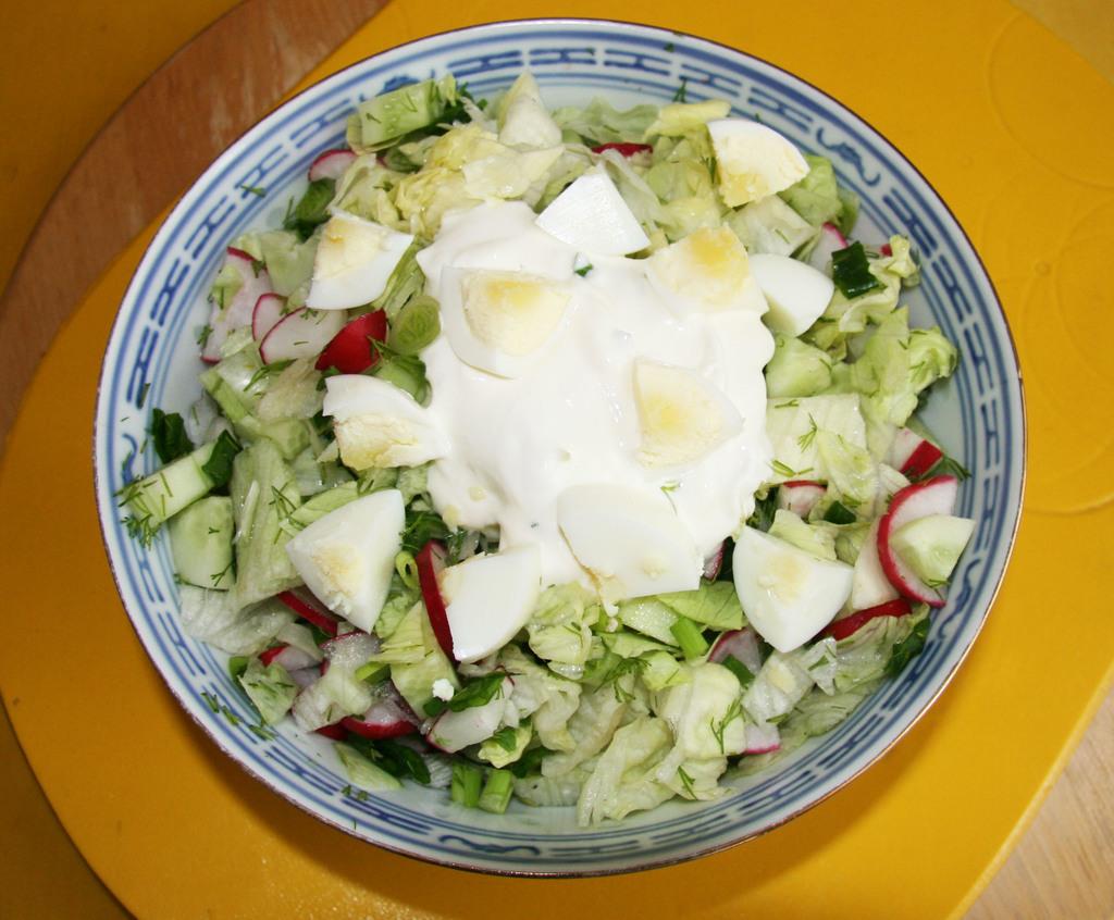 Как красиво подать салат: 10 лучших идей к новогоднему столу (фото)