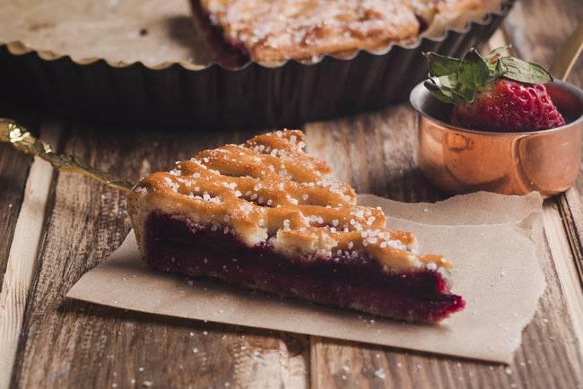 Дрожжевой пирог с вишнями в хлебопечке и духовке