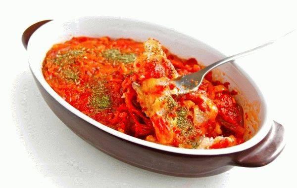 Треска тушеная в овощном соусе