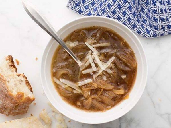 Французский луковый суп - простые и классические рецепты блюда с сыром или вином