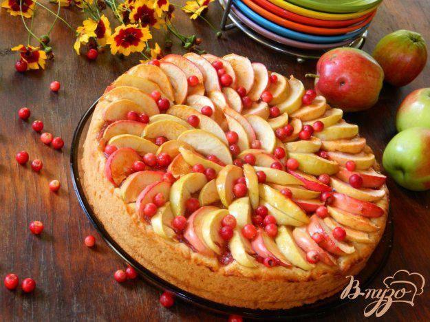 Пирог с брусникой из дрожжевого, песочного, слоеного теста с яблоками и сметаной