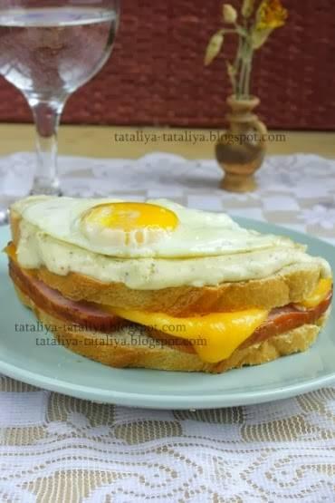 Крок-месье - горячий бутерброд по-французски